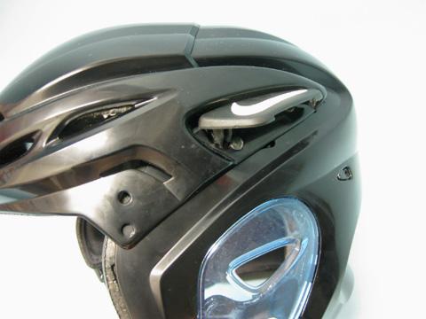 パッドもヘルメットのカーブに対応した細分化したものが使用され、ホールド感を生み出す構造になっています。 ※この商品は新品ですが、黄ばみ・汚れがあります。 6f21deda4